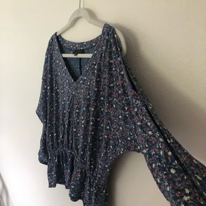 Long (slit) sleeve floral blouse